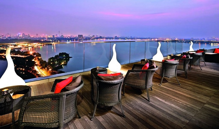 Best-Rooftop-Bars-In-Hanoi-The-Summit-Louge