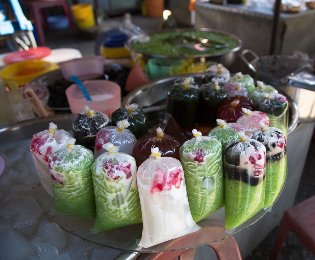 shutterstock_260086628-1024x845 Must Try Summer Street Food in Hanoi (Part 1)
